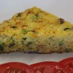 Tortilla de arroz, tocino y verduras