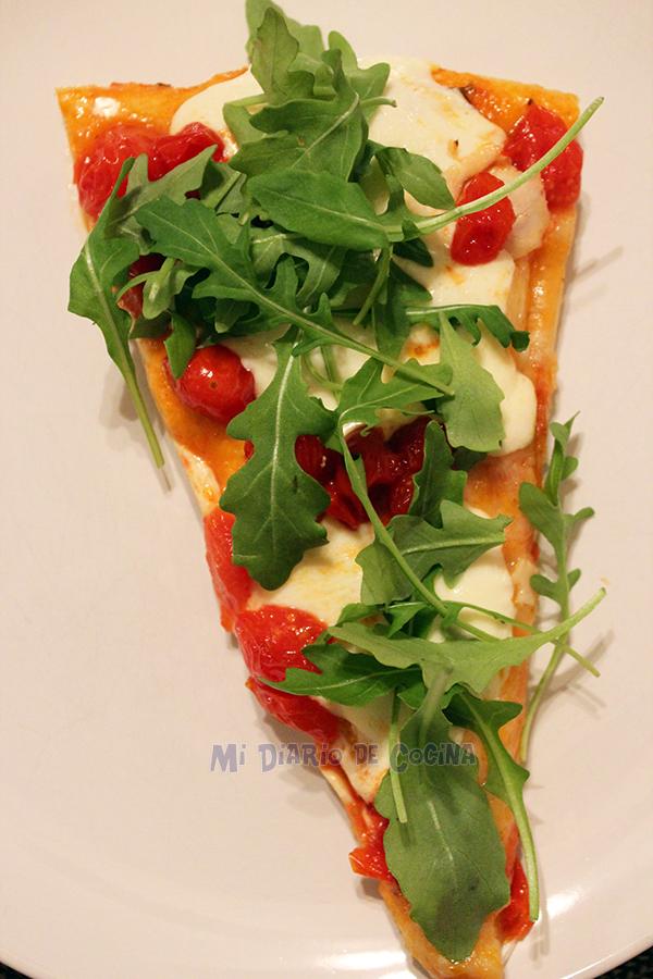 Pizza-con-tomate-cherry-aragula