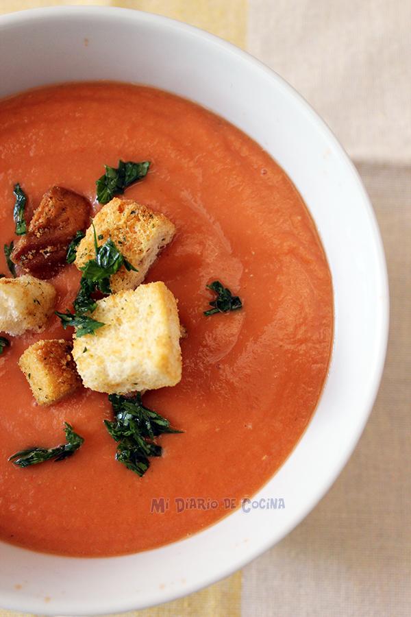 Sopa-de-tomates,-apio-y-zapallo-italiano02