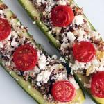 Zapallito italiano relleno con quinoa, queso feta y tomate