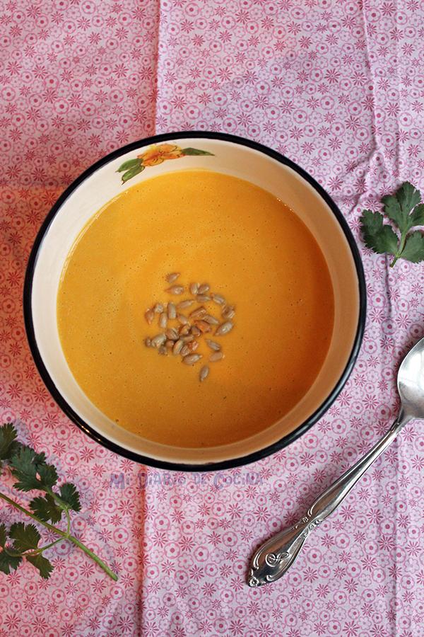 Sopa de zapallo y leche de coco