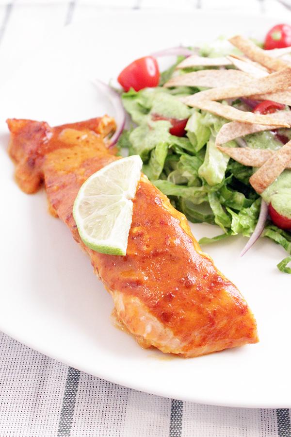 Salmón al horno con salsa de chipotle La Morena