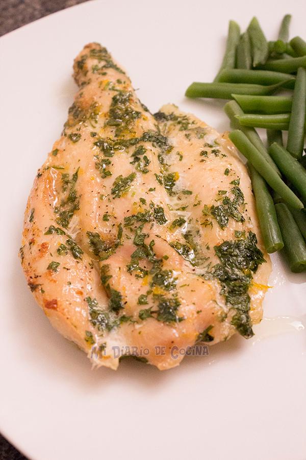 Filete de pollo al horno con perejil y limón