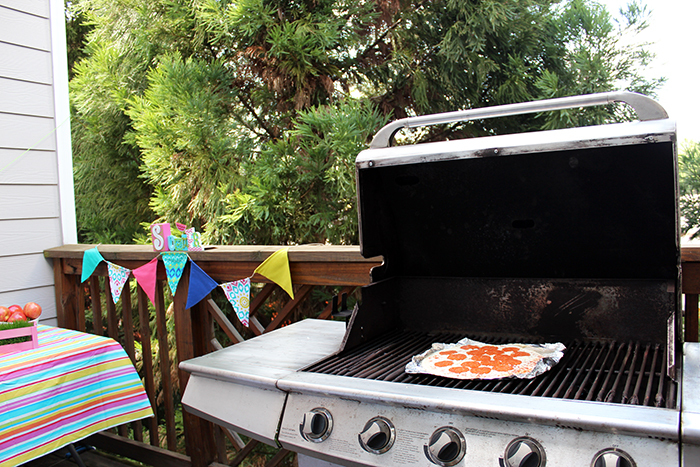 Grilled pizza to welcome summer