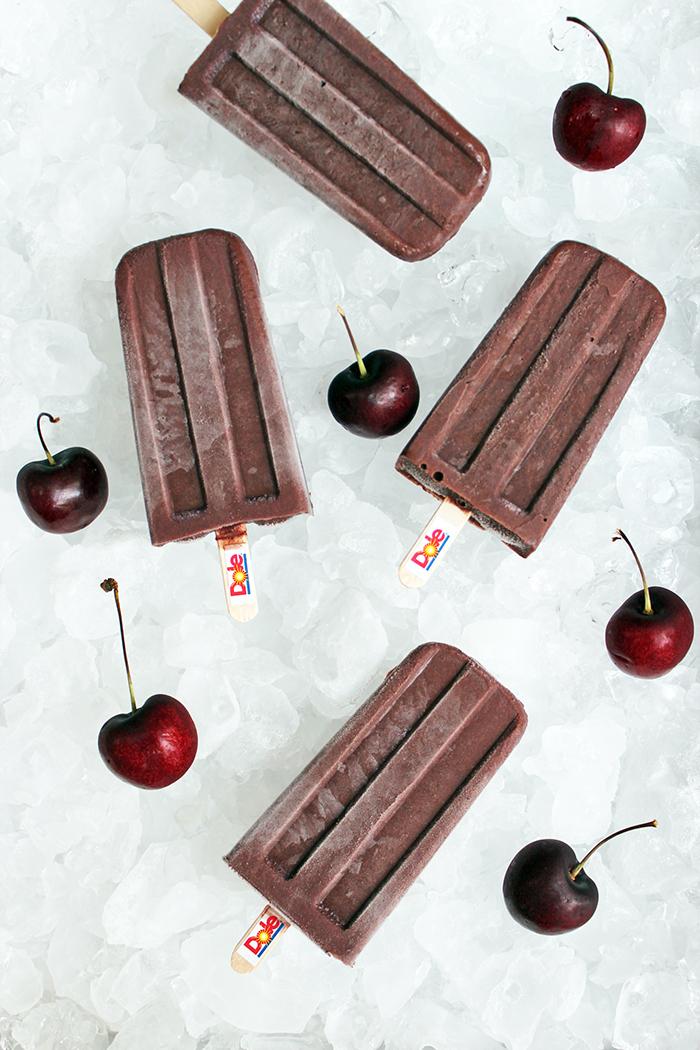 Dark sweet cherries con chocolate Paletas