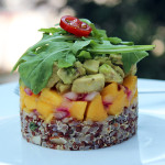 Timbal de quinoa, mango y aguacate