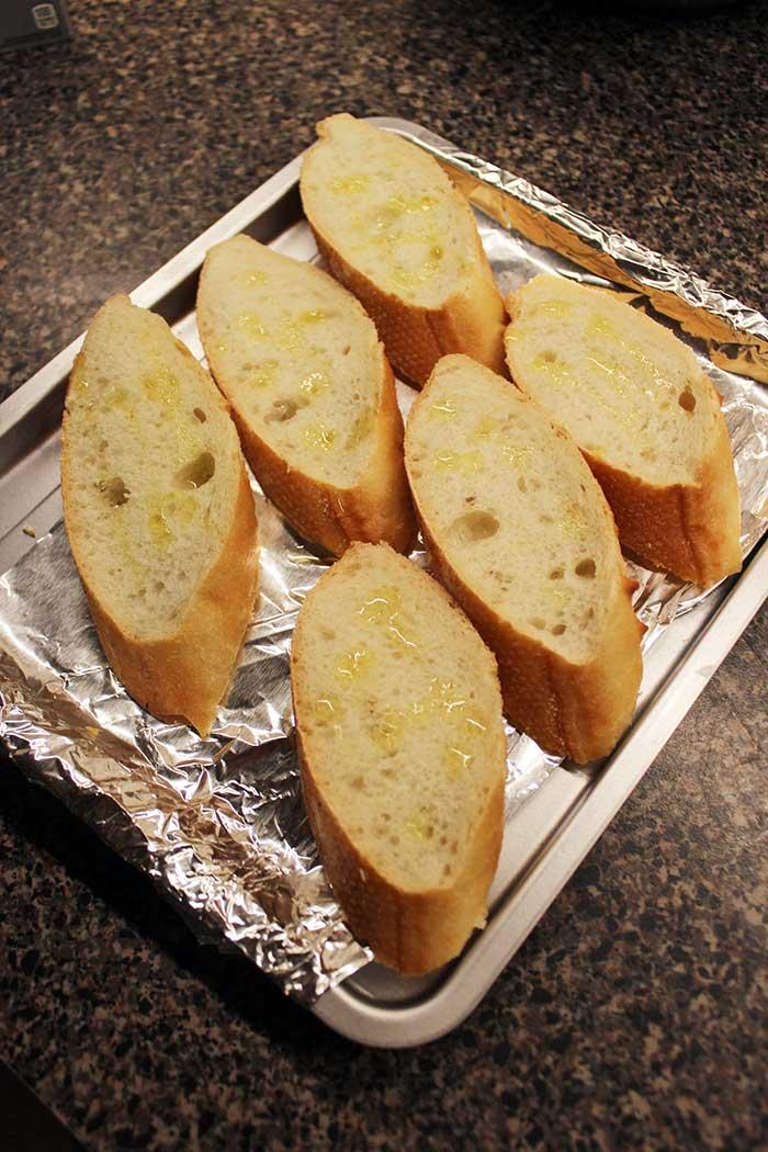 Crostinis con queso crema y morrón acaramelado - Preparación