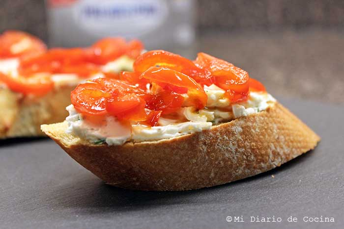 Crostinis With Cream Cheese And Caramelized Bell Peppers Mi Diario De Cocina
