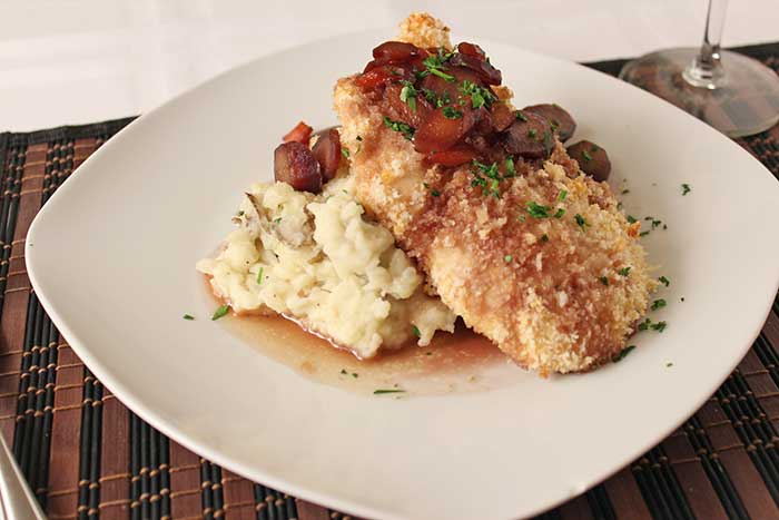 Breaded chicken, with carrots and rustic mashed-potatoes