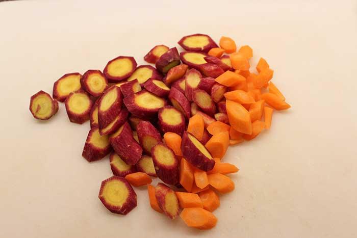 Pollo apanado, zanahorias y puré rústico - Zanahorias picadas