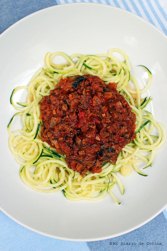 Zucchini pasta with tomatoes and meat sauce
