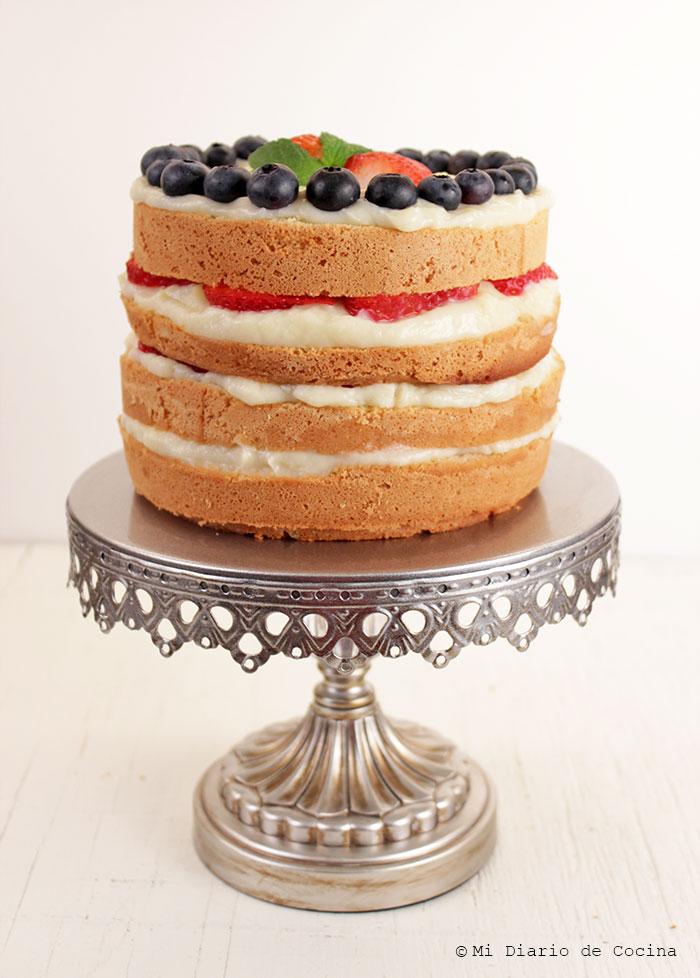 Torta-de-bizcocho,-pastelera-y-berries01