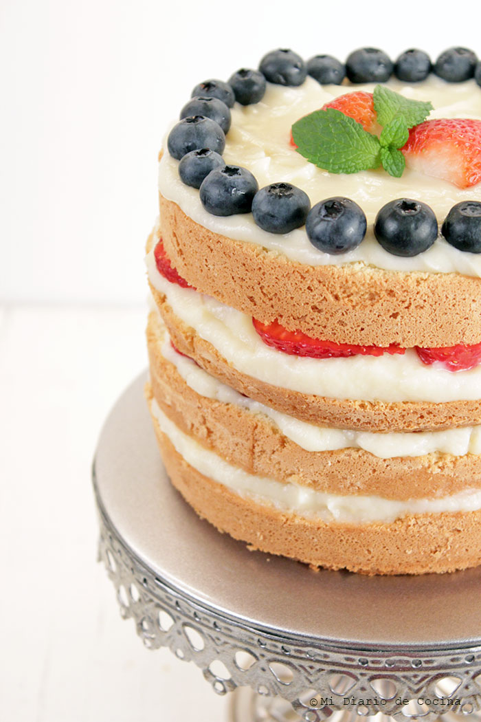 Torta-de-bizcocho,-pastelera-y-berries04