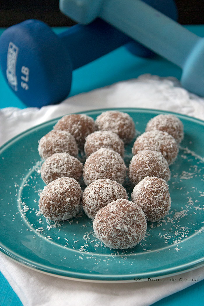 Bolitas proteicas de chocolate y almendras