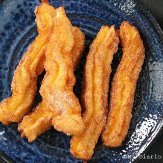 Churros with dulce de leche and lucuma dip