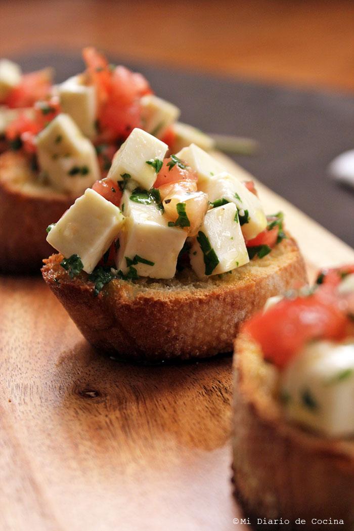 Crostinis con queso blanco