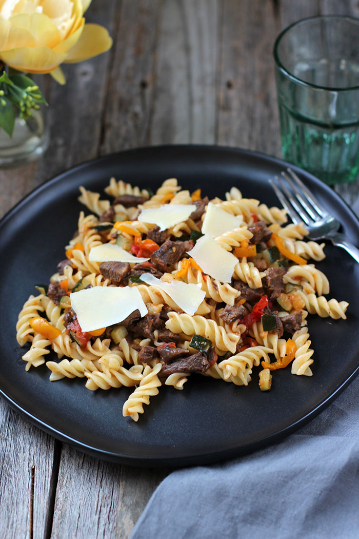 Pasta with beef and vegetables sauté