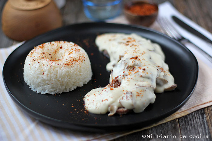 Beef tongue with white sauce and mushrooms