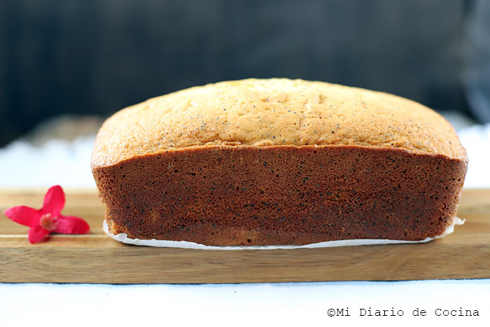 Lemon and Poppy Seed Loaf Cake