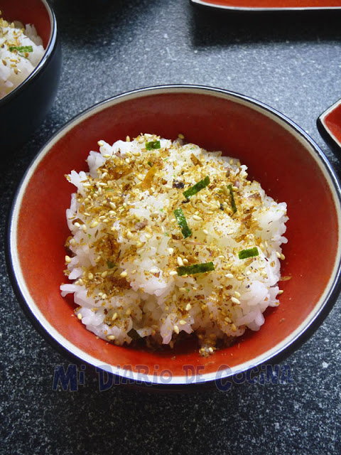 Carne, tofu y vegetales con salsa de soya