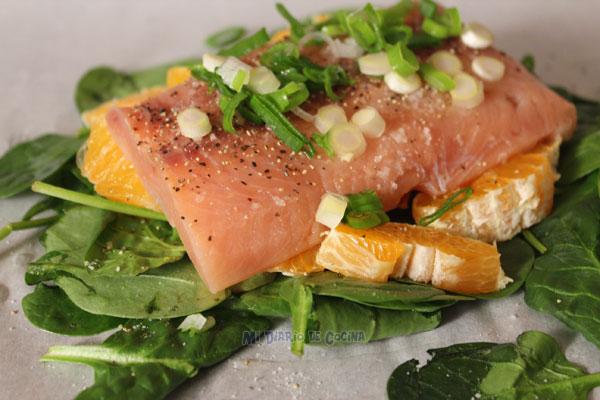 Salmón con naranja y espinacas más Arroz con aceitunas